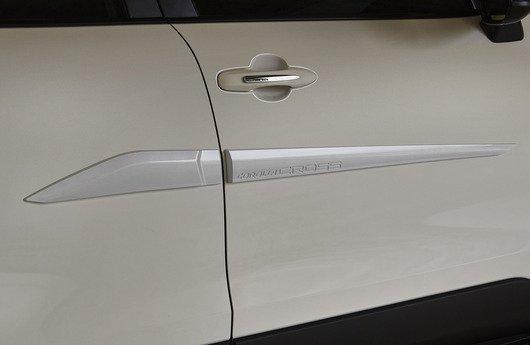 Friso lateral (cor material) - Corolla Cross